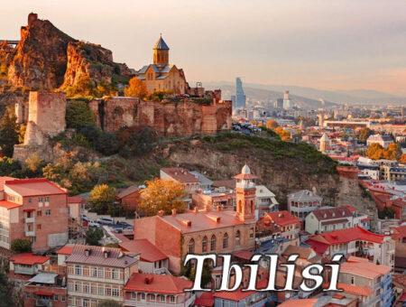 Tbilisi fantastyczny ornament przeszłości, teraźniejszości z fastrygą przyszłości